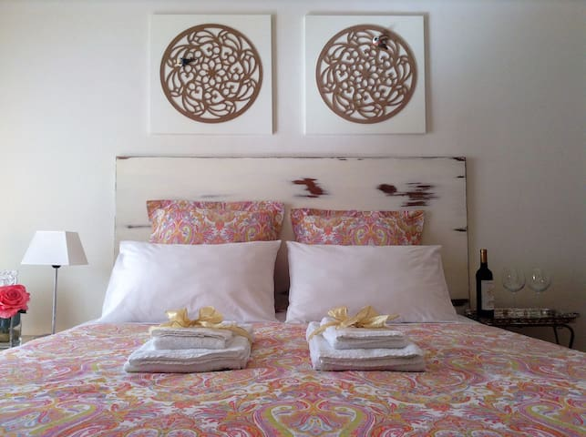 Charming Room between Downtown and the Beach-Porto