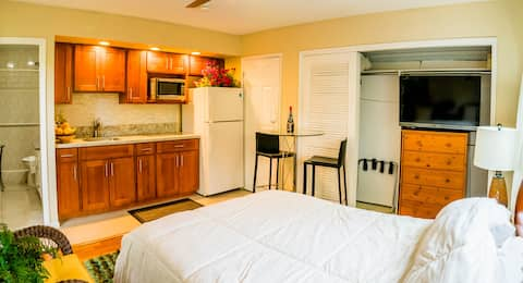 Beautiful monthly rental Studio in Kailua town!