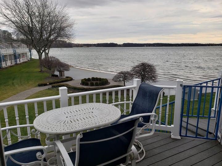 Mindy's Lake Max Condo