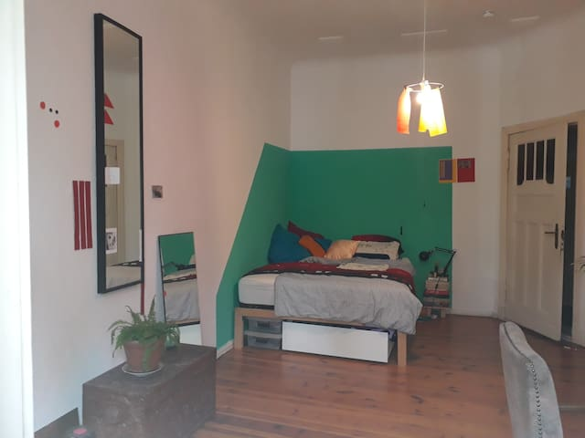 Privat spacious room in Neukölln