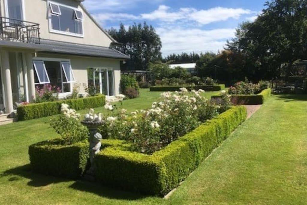 Art Deco house and garden