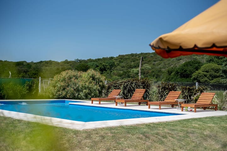 Habitación Matrimonial. Pileta+Jacuzzi. Zona Rural
