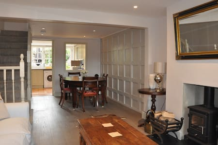 Quintessially english cottage in friendly village - Holyport