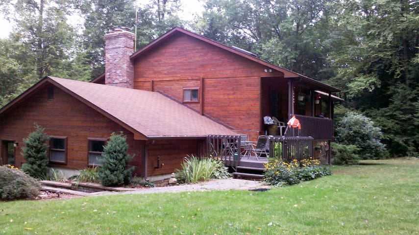 Great getaway!  Country home near a lake
