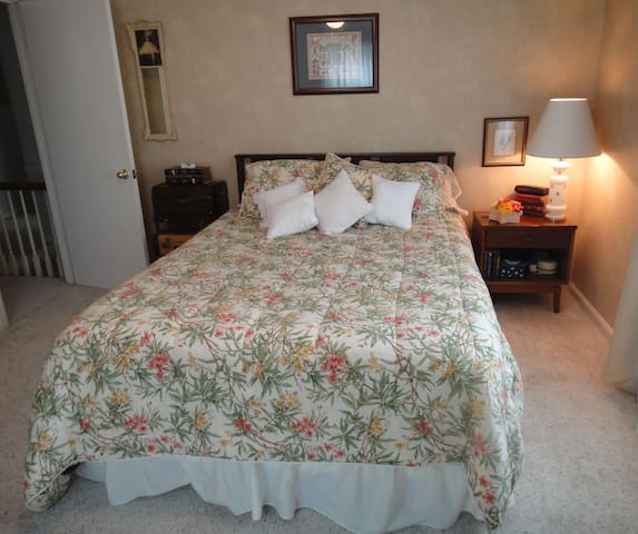 Cozy & Comfortable Private Room - Louisville - Bed & Breakfast