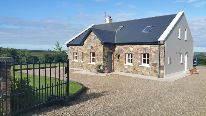Kilmihil's Cosy Farm Apartment - Clare