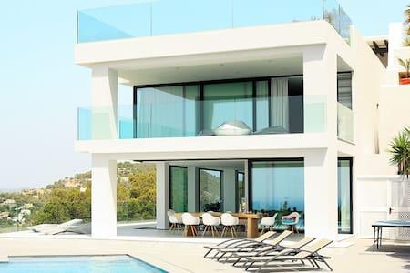 8 Bedroom Mansion on top of Cap Martinet! - Puig Manyà - Villa
