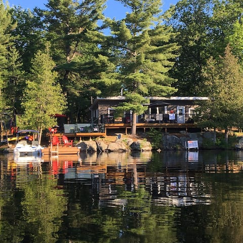 Private 3 Bed + Bunkie Lake Manitouwabing Cottage