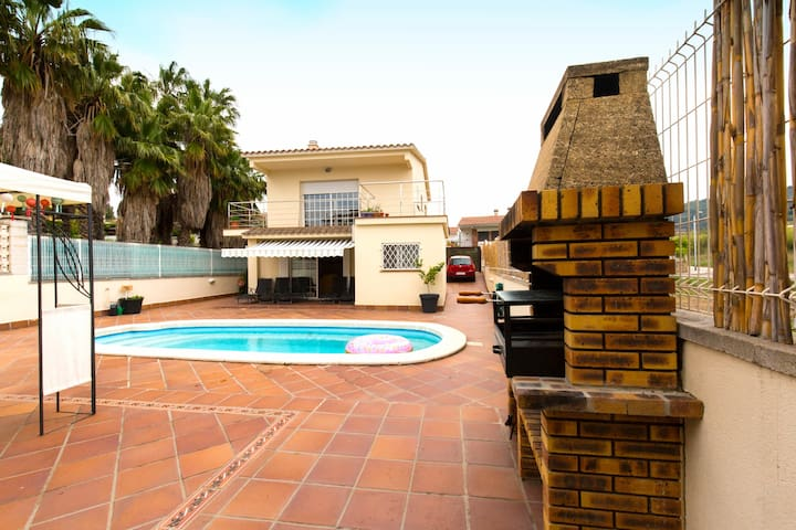 House with private swimmingpool