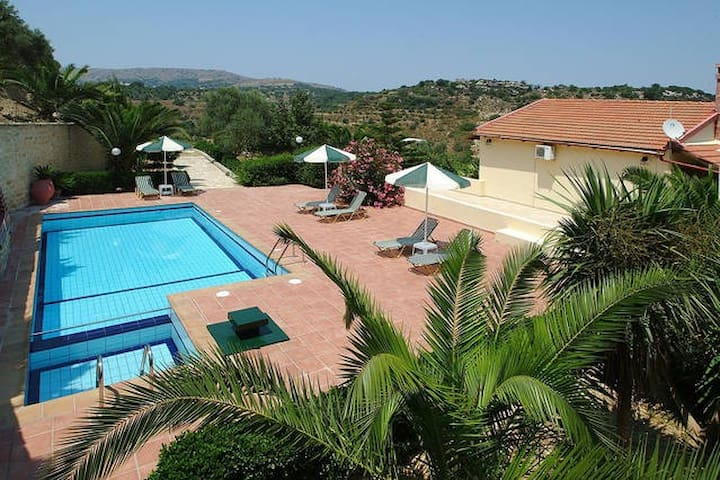 Villa Stratos, Private Villa & Pool (2 adult) - Kaloniktis