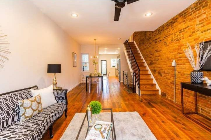 ~*Artsy Row House*~Free Parking~*Close To Subway*~ - Philadelphie - Bed & Breakfast