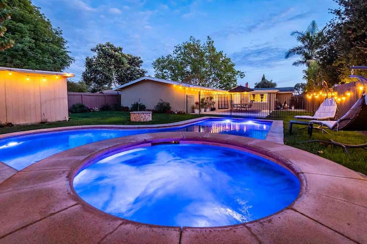 Pool/Hot Tub * Game Room * PROFESSIONALLY CLEANED