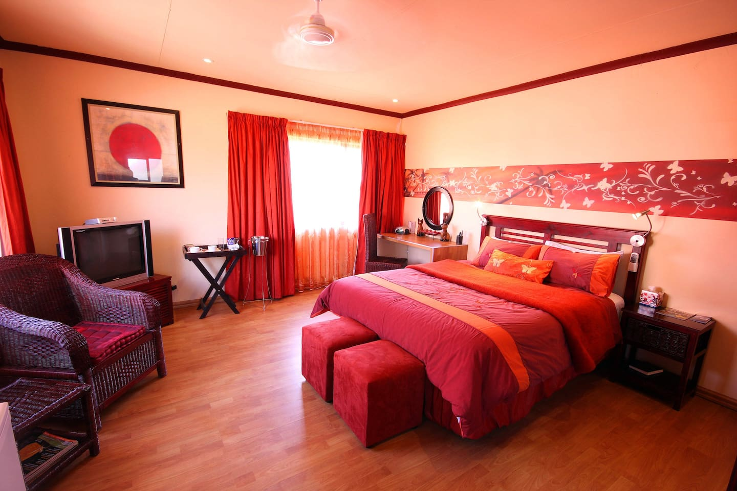 Beautifully Designed & Spacious Premier Suites at Discounted Weekly Rates