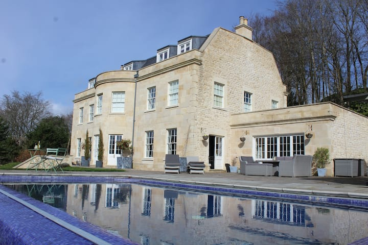 Luxury Georgian Country Mansion & swimming pool