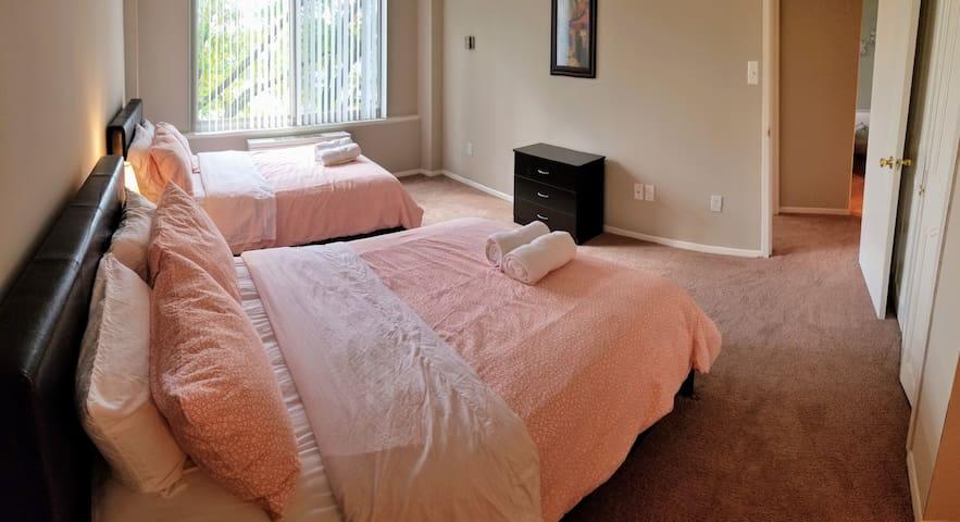 2bedroom&2bath&WALK2METRO&PARKING&DCA&6beds&1-8ppl
