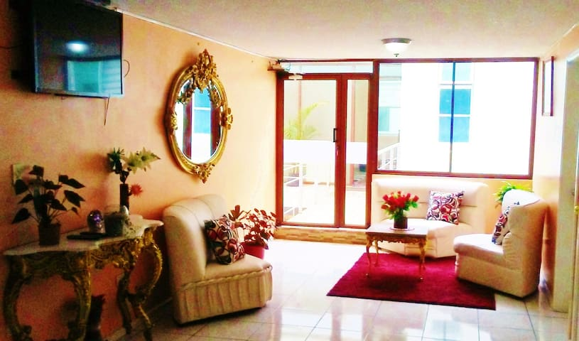 Hostal '' La Rosa '' 10 minutes from the airport - Pifo - Alberg