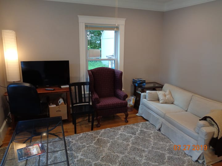Luxury Townhouse Condo in Lowell 4 bedroom Parking