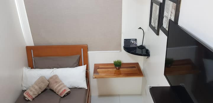 Clean Studio-unit near De La Salle Univ. and LRT
