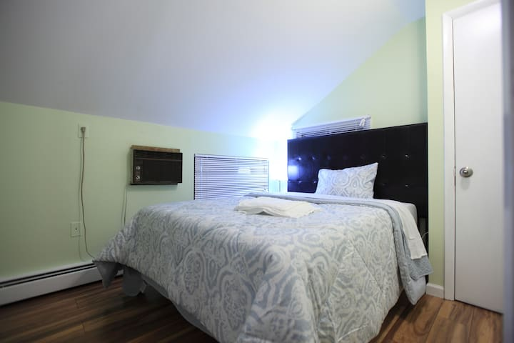 Third bedroom (upper floor)