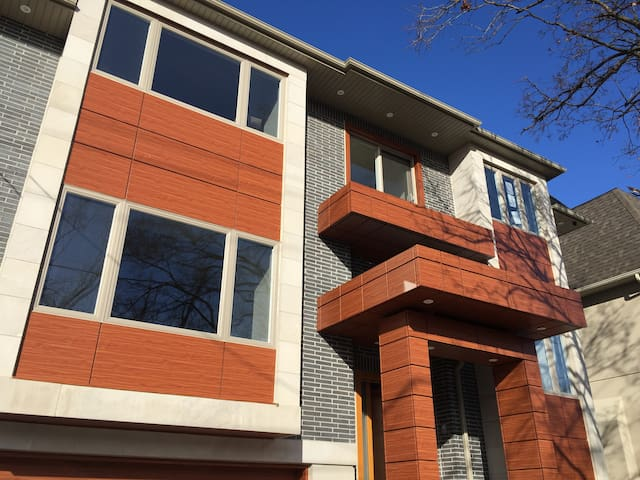 Spacious Modern 3 bdr Apartment (Entire 1 floor)