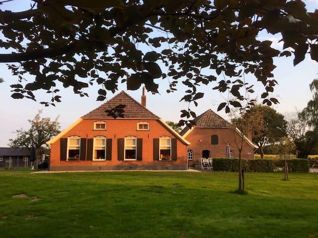 Voorhuis woonboerderij , landelijk gelegen