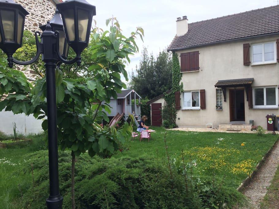 Jardin et notre maison