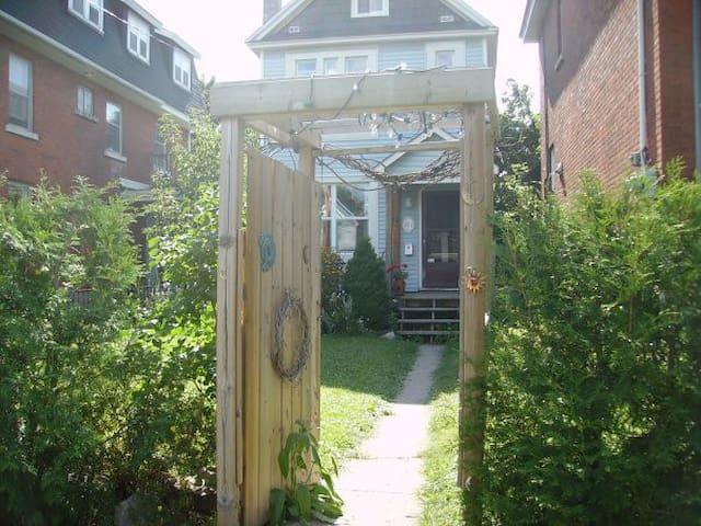 Happy, hippie, urban vegan space