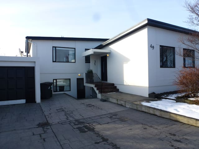 Excellent location in Keflavik. Faxabraut 49, Kefl - Keflavík - Apartment