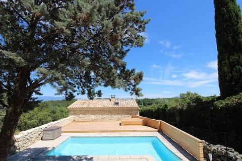 Maison en pierre en drôme provençale