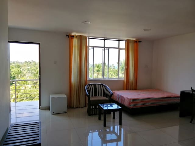 Spacious, Sea View room in Heart of Tangalle
