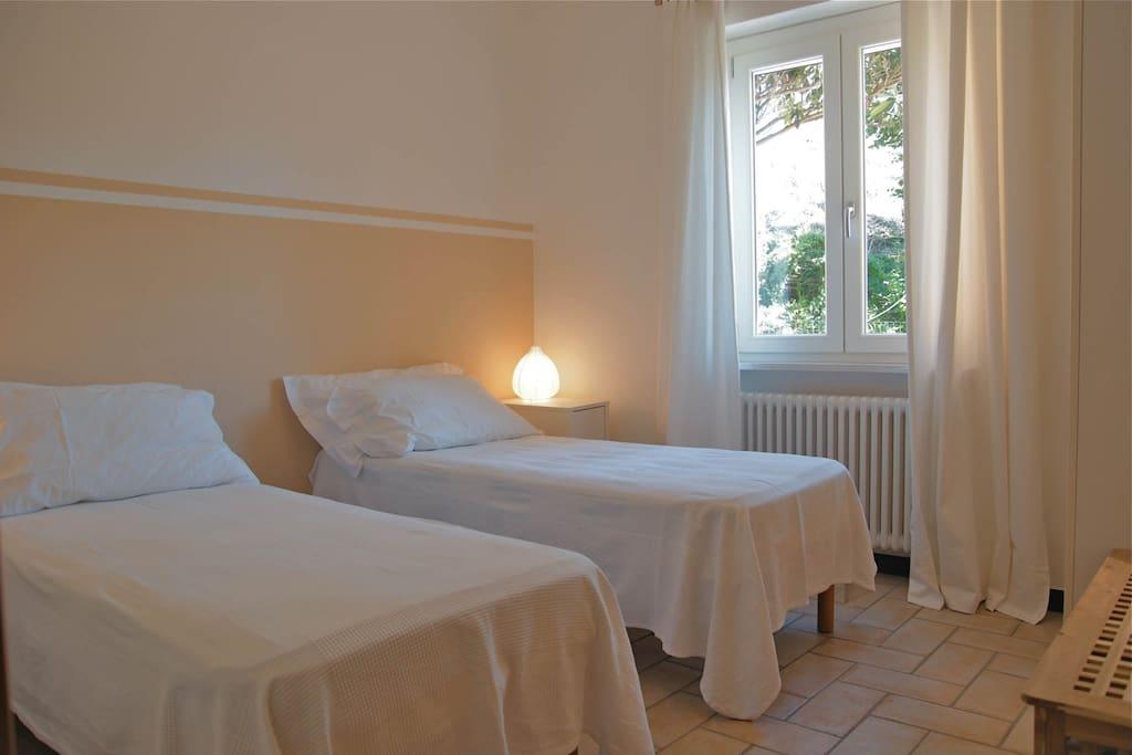 La seconda camera con 2 letti singoli oppure 1 letto matrimoniale