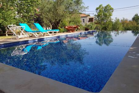 Casamino: private house , gardens & private pool