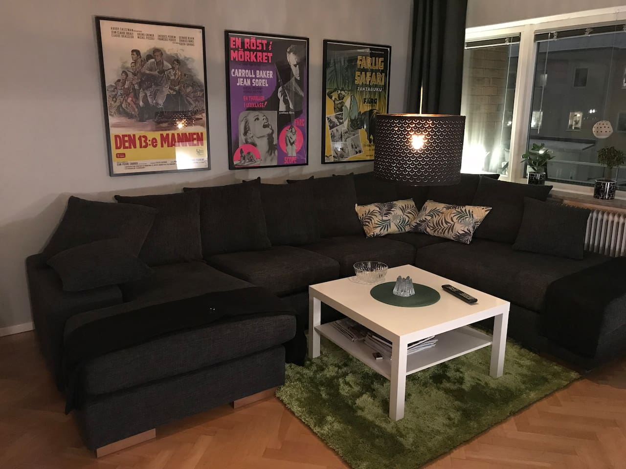 "Living room with a big sofa, dining table and 4K 49"" SmartTV"