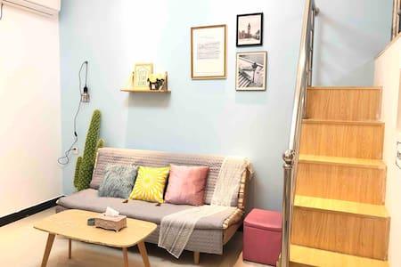 【初见·蓝】两房一厅loft复式公寓/可做饭/wifi/近大学城/市中心/高铁/古龙峡/黄腾峡漂流