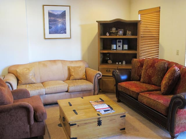 Bear Creek Lodge 2B/2B with loads of amenities!