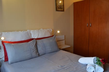 Room 1 @ Iqhayiya Guest House - Durban South