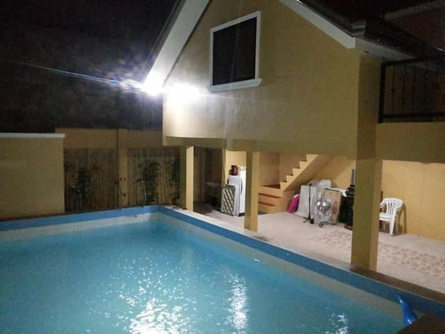 Private Villa with Swimming Pool in Marilao