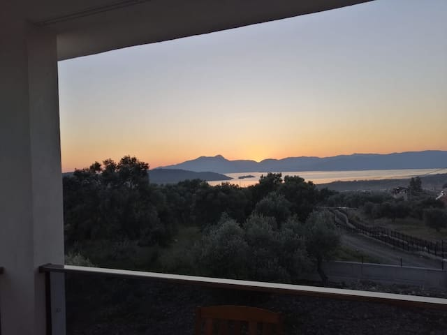 Villa Olivia göl manzarasi ve Havuzuyla