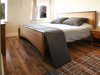 Lovely house near Cambridge, king size bed room