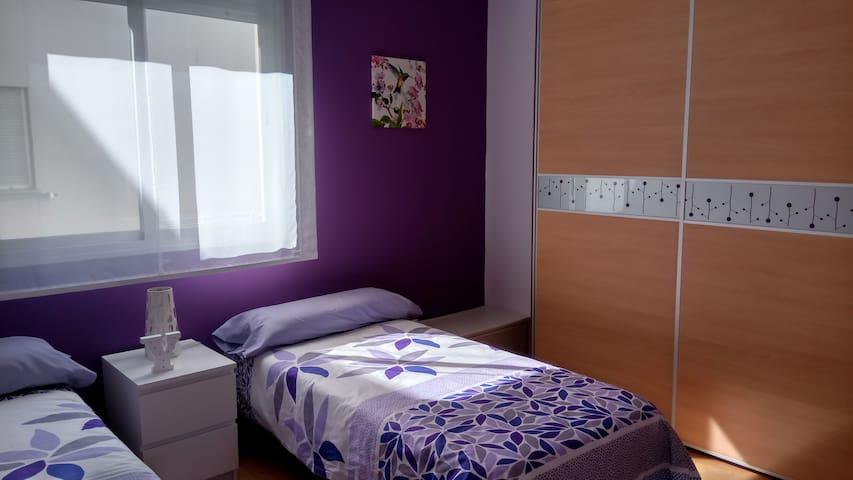 Habitación doble, equipada y bien ubicada - Alhendín - Condominium
