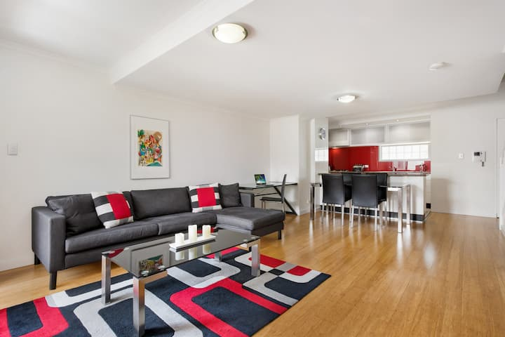 2 Bedroom Modern Large 2 level Apartment Redfern