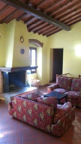 Casa tipica toscana,20 km da firenze - Vaiano - Dům