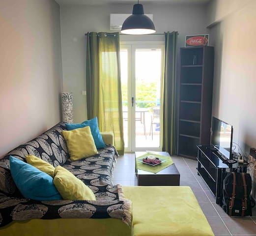 Modern 1-BR Apartment - 5 Mins Walk from the Beach