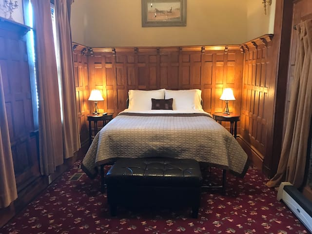 The Robert Bruce Suite in the 1840 Bruce House