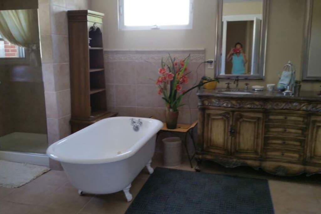 Bath tub in private room