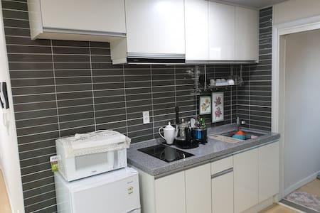Chungju Apple Guesthouse (Ondol Room)