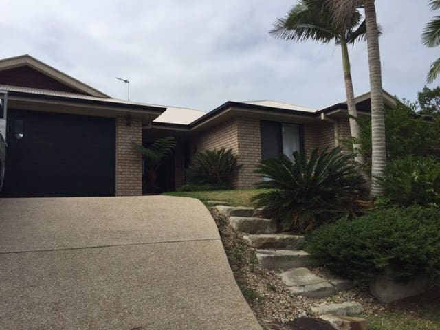 Student or working person - Upper Coomera - House