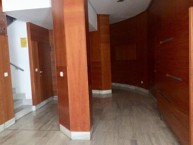 Habitación privada con WiFi y baño.
