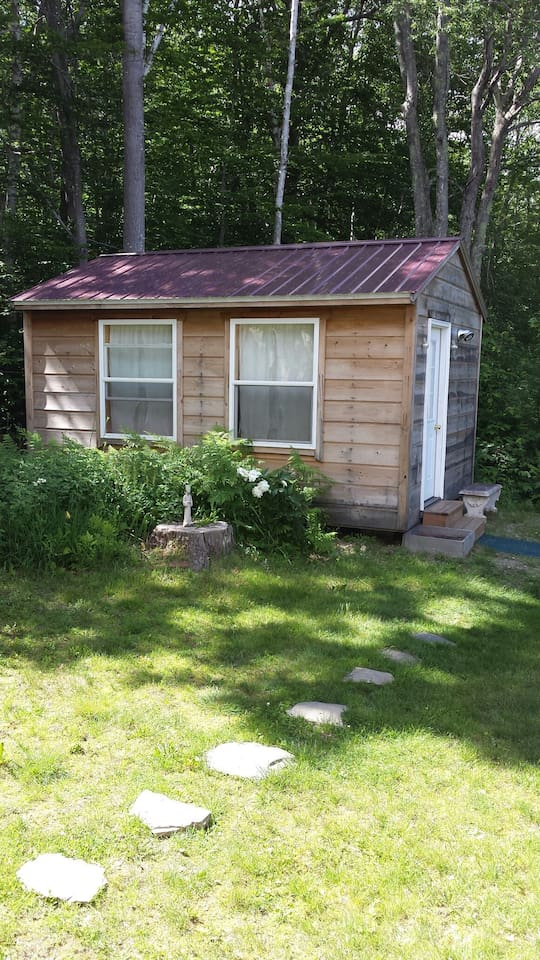Guesthouse in the side yard, Belfast Maine