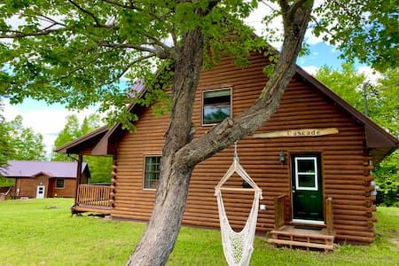 The Mega Cottage - Room for Everyone + Boat Launch